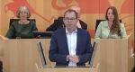 Im Bild: Mathias Wagner am Redepult imPlenarsaal des Hessischen Landtags
